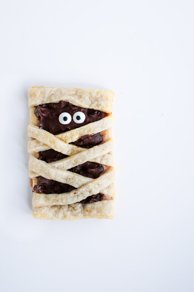 Mummy chocolate pop tart - fun recipe for Halloween