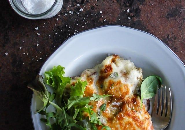 Moussaka med aubergine og kartofler - opskrift - aftensmad