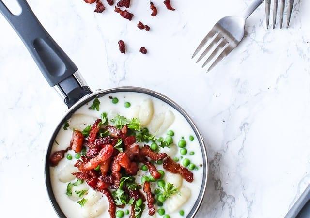 gnocchi med bacon og ærter - gnocchi med ostesauce - opskrift aftensmad (1)