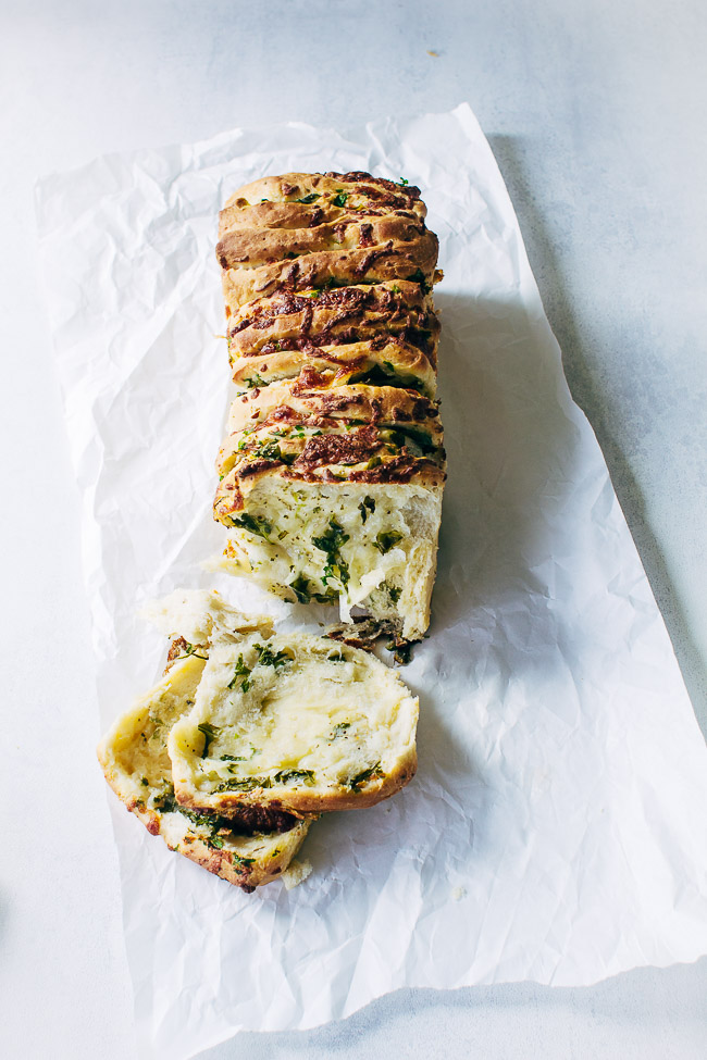 Pull apart bread with herbs - opskrift på brød med krydderurter og ost