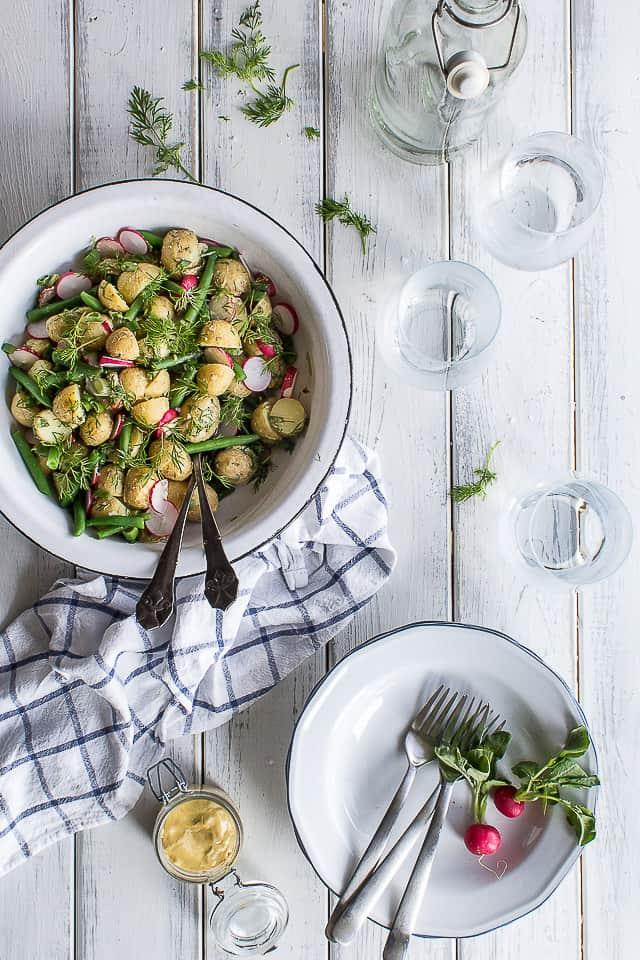 fransk kartoffelsalat - kartoffelsalat med sennepsdressing - opskrift på salat med kartofler