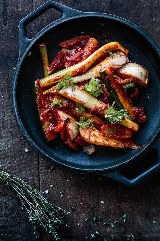 stegt-fennikel-med-squash-tomat-og-safran - Opskrifter med squash