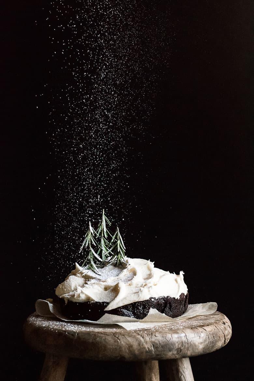 Mochakage med saltet smørcreme