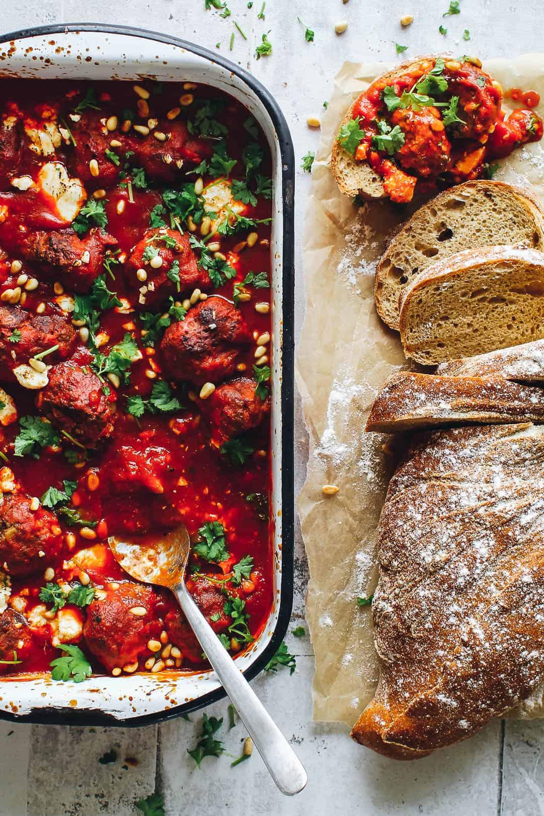 kødboller i tomatsauce - opskrift på meatballs