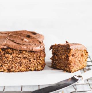 Kanelkage - opskrift på bradepandekage med kanel og kaffe glasur - nem skærekage