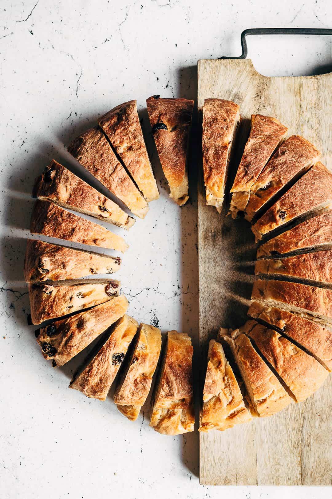 Rosinbrød med kærnemælk - opskrift på brød med rosiner