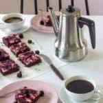 Cheesecake brownie med brombær