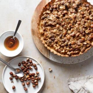 Tosca tærte - opskrift på toscakage med mazarin, karamel og nødder