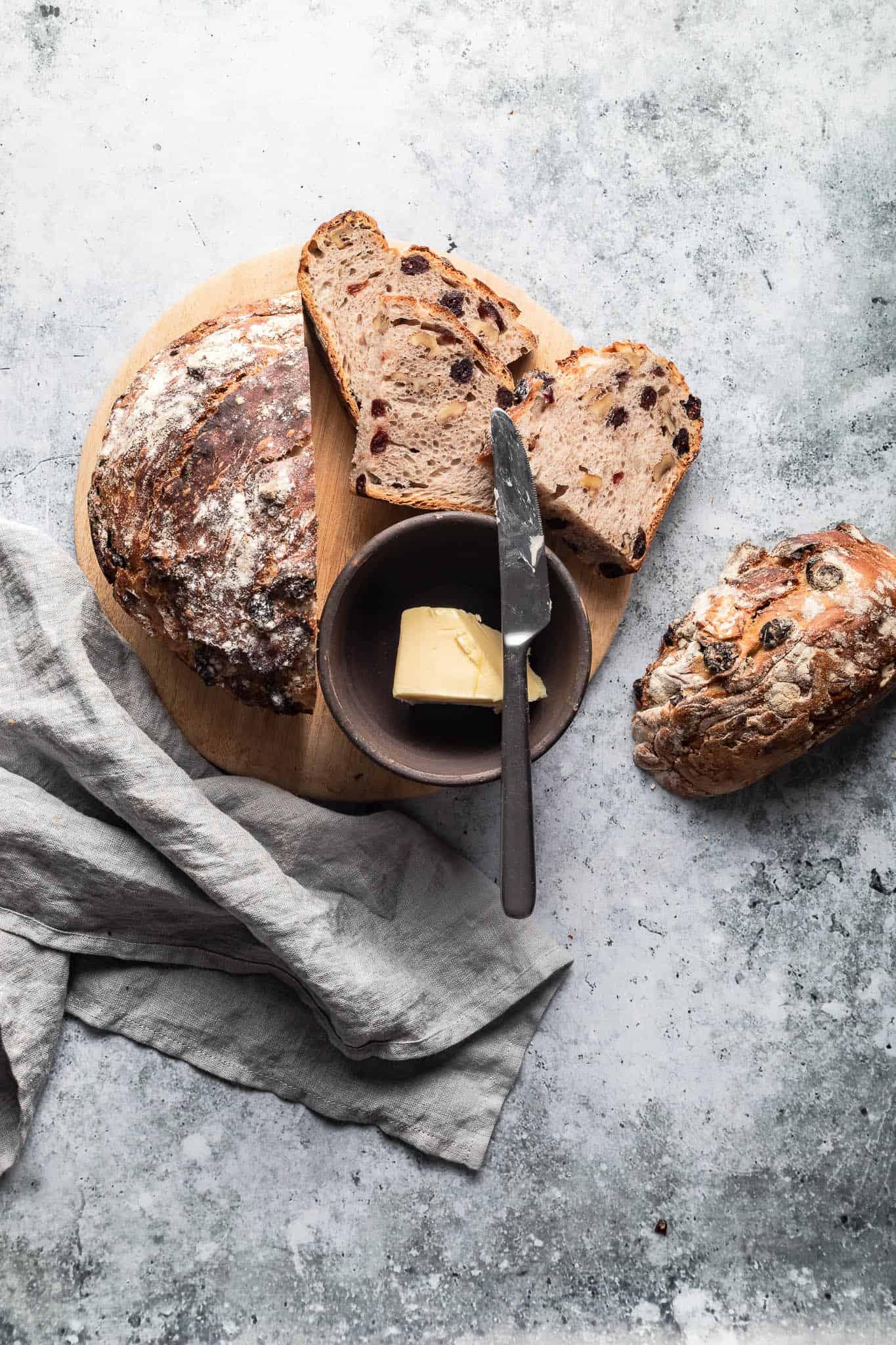 grydebrød med valnødder og tranebær - opskrift på brød - Louise Lyshøj