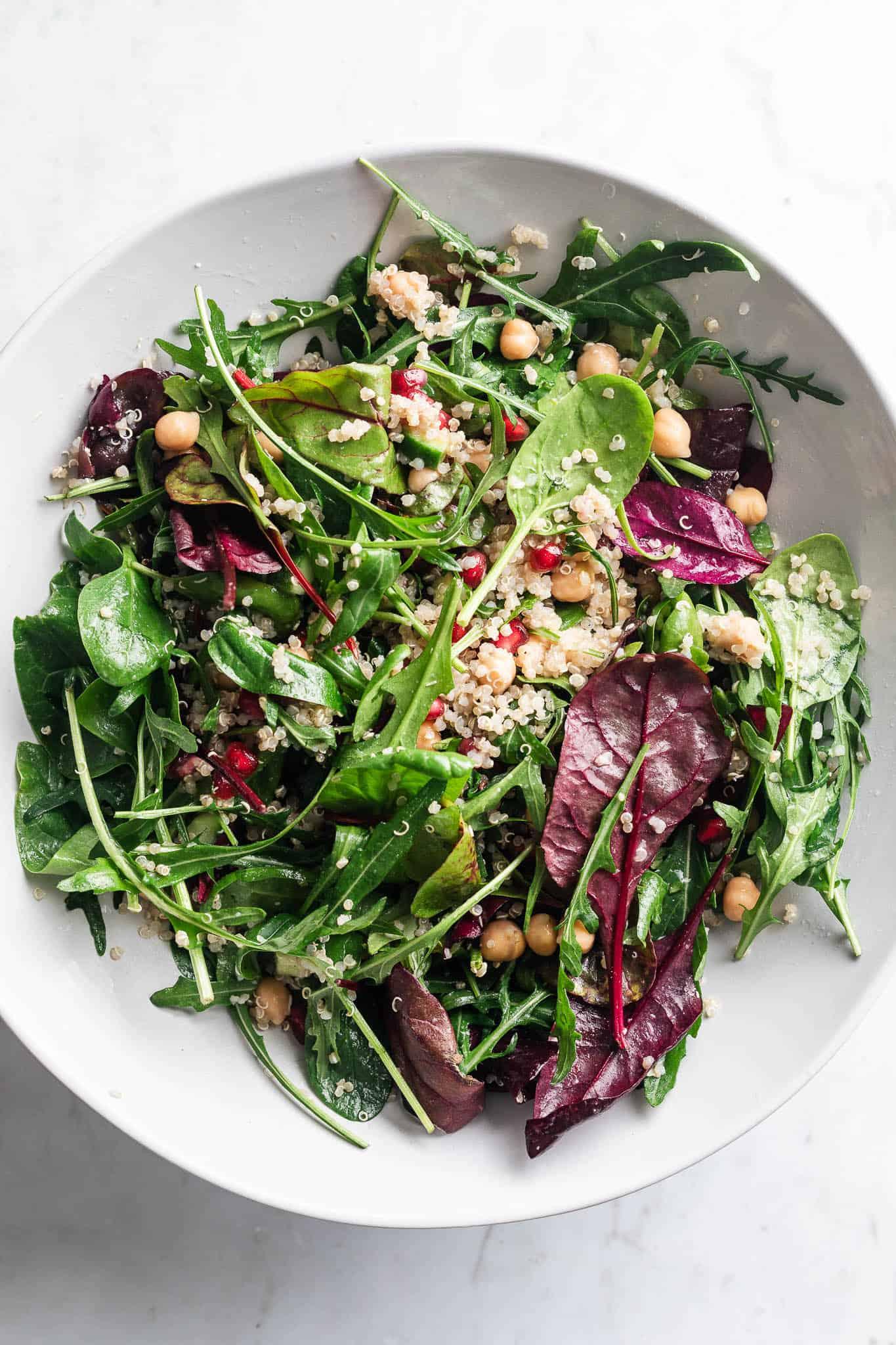 Quinoasalat med kikærter og granatæble - salat med quinoa