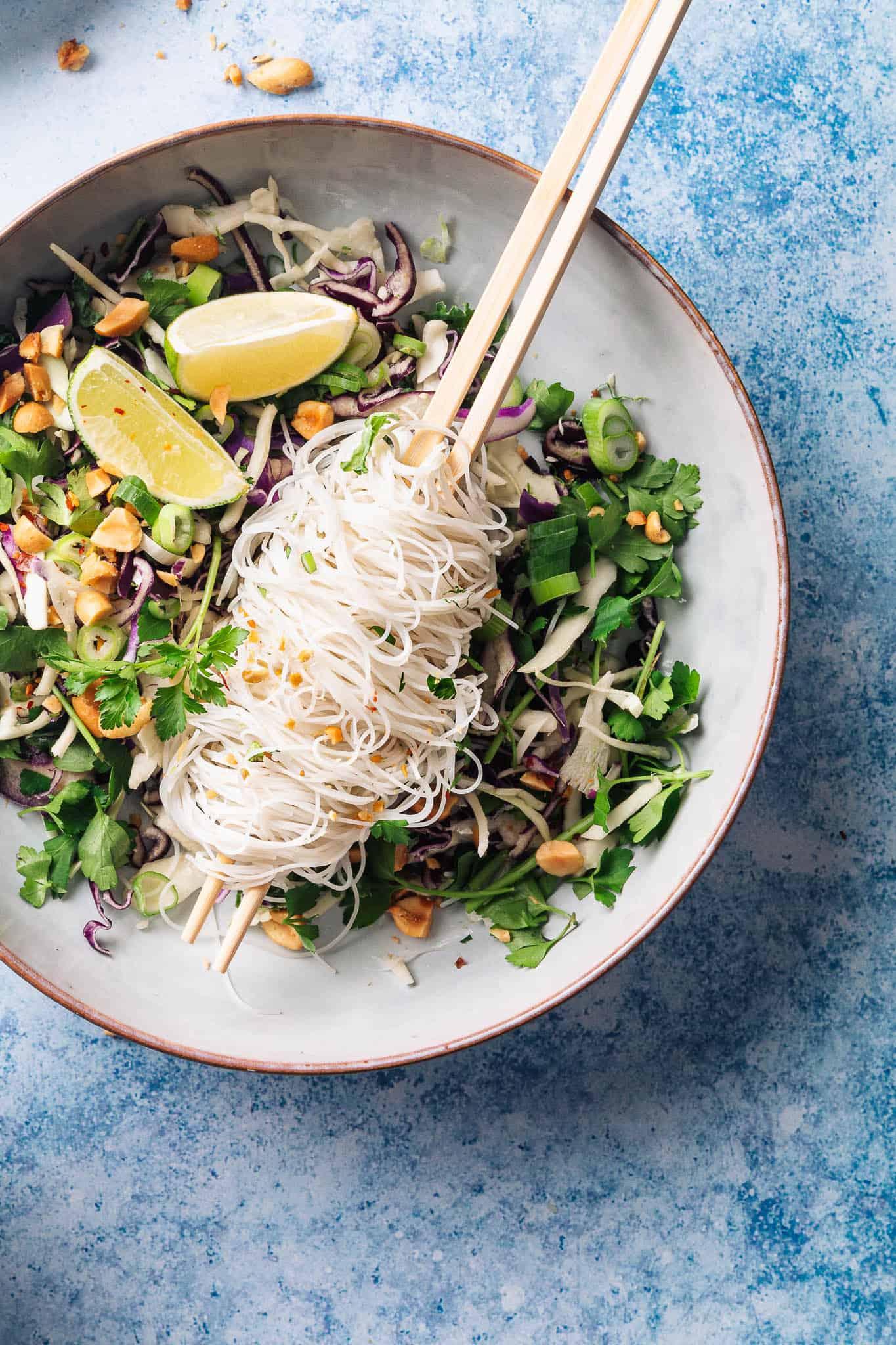 asiatisk nudelsalat - opskrit på asiatisk salat med nudler