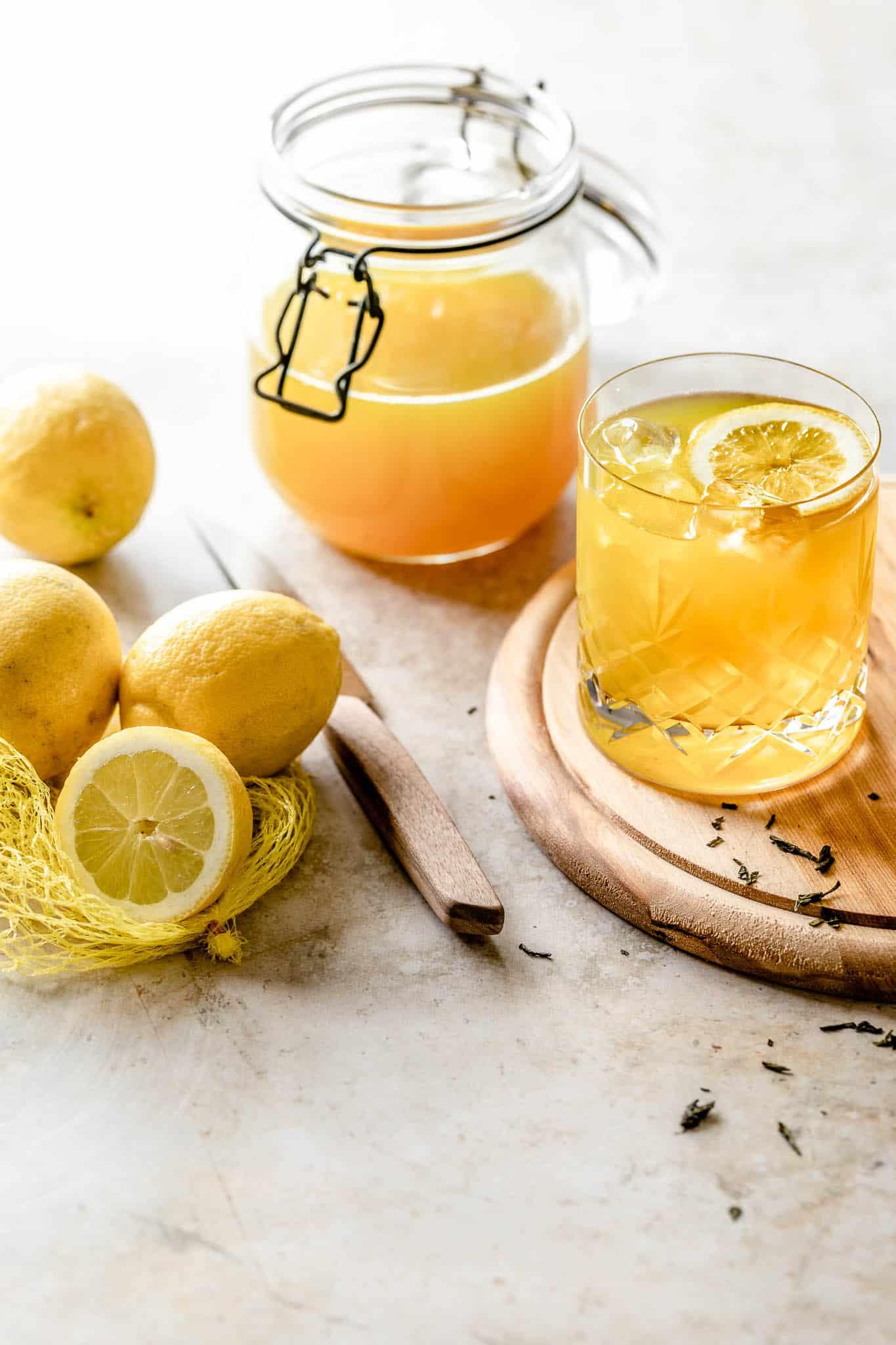 Hjemmelavet iste med earl grey og citron - iste med grøn te