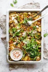 Tilbehør til aftensmad - bagte kartofler, porrer og kikærter i ovn - opskrift tilbehør