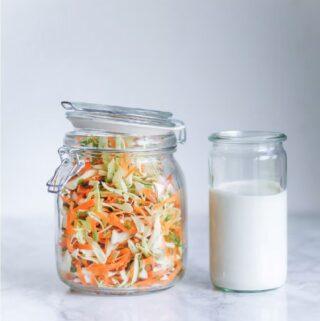 coleslaw - opskrift på nem coleslaw med gulerødder og spidskål